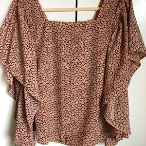 Tops - Swing top ruffle sleeves pink black size L